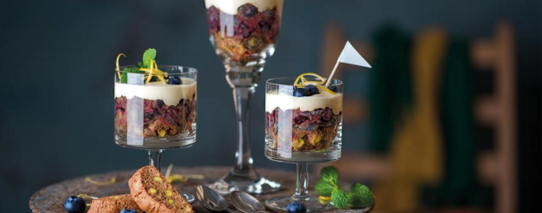 Trifle mit Heidelbeeren