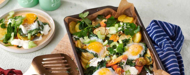 Kartoffel-Spinat-Auflauf mit gebackenen Eiern