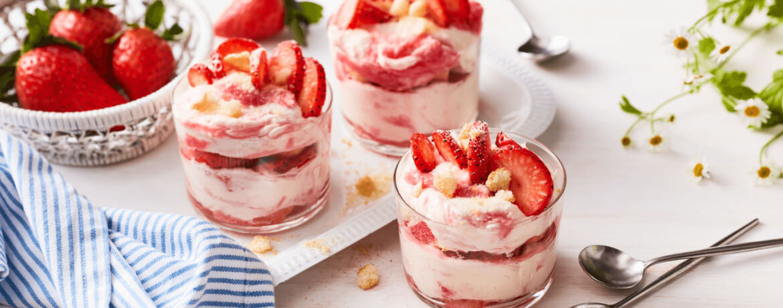 Trifle mit Erdbeeren und Rhabarber