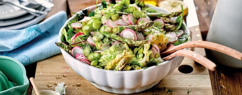 Grüner Salat mit Spargel
