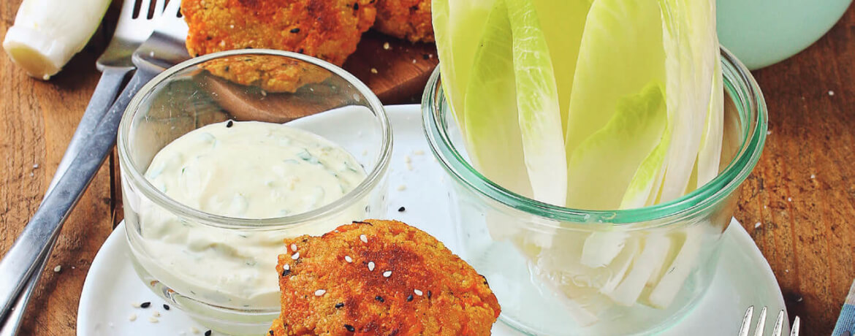 Möhren-Couscous-Frikadellen mit Avocado-Gurken-Salsa
