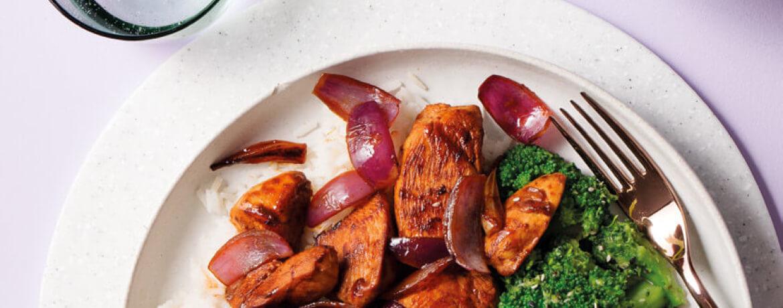 Scharfes Hähnchen mit Sesam-Brokkoli und Reis