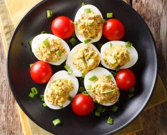 Gefüllte Eier mit Thunfisch und Avocado