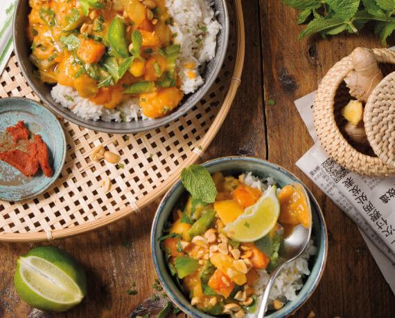 Matsaman-Curry mit Reis und Erdnüssen
