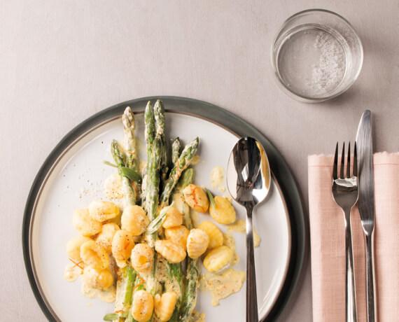 Gnocchi mit grünem Spargel in Orangen-Sahne-Sauce