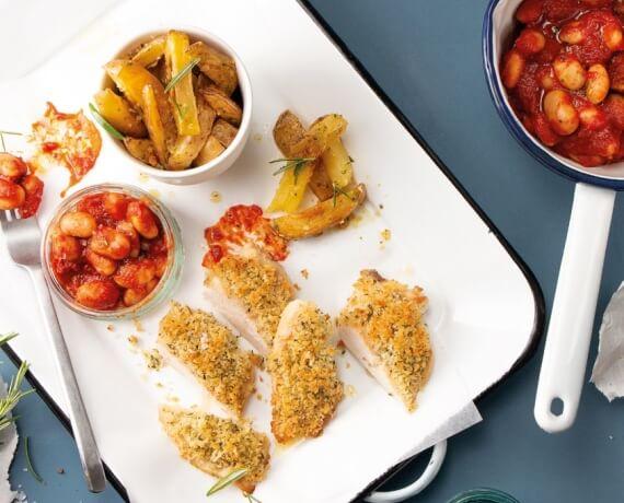 Parmesanhähnchen mit weißen Riesenbohnen al Pomodoro und Knoblauch-Fries