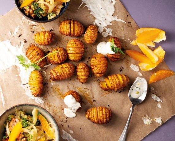 Fächerkartoffeln mit Orangendip und lauwarmem Fenchel-Walnuss-Salat
