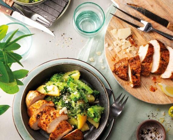 Roasted Chicken mit warmem Kartoffel-Brokkoli-Salat und Pestodressing