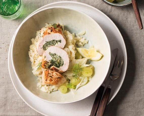 Gefüllte Hähnchenbrustfilets mit Risotto und Fenchel-Trauben-Salat