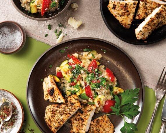Mediterrane Putenschnitzel mit Gemüse-Risotto