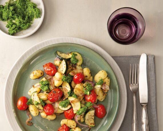 Sommerlicher Gnocchi-Salat mit Petersilienpesto