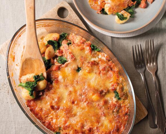 Gnocchiauflauf mit jungem Spinat und Parmesan-Mozzarella-Kruste