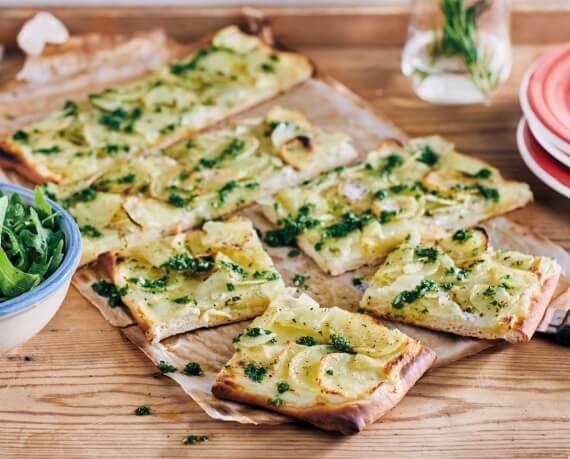 Kartoffel-Rosmarin-Pizza mit Rucola