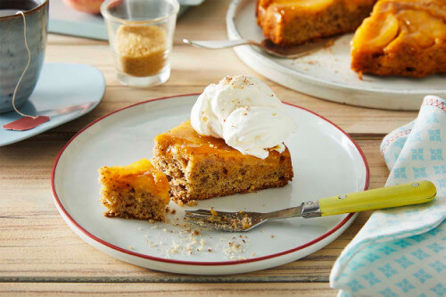 Up-Side-Down-Cake mit Apfel