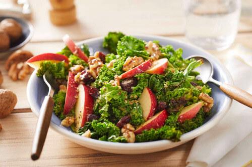 Herbstsalat mit Grünkohl und Apfel