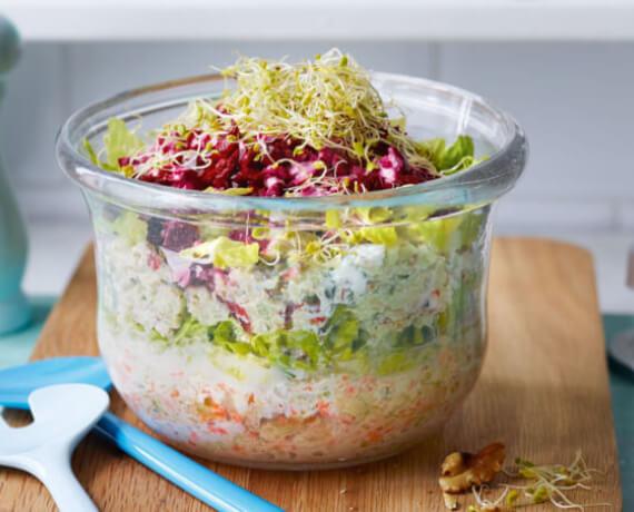 Schichtsalat mit Fetadressing
