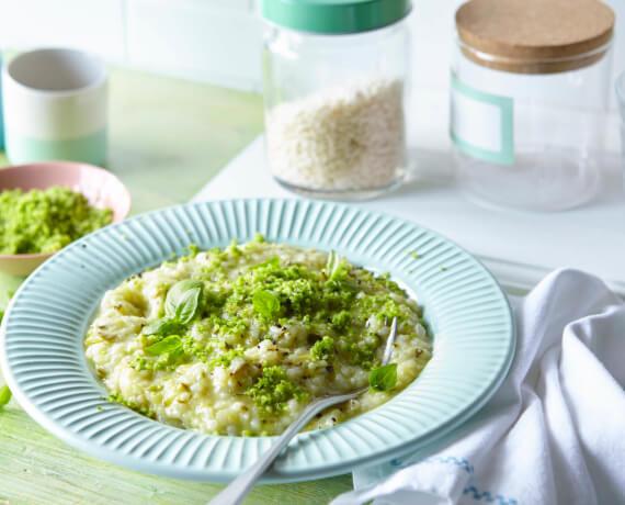 Zucchini-Risotto mit Basilikum-Parmesan