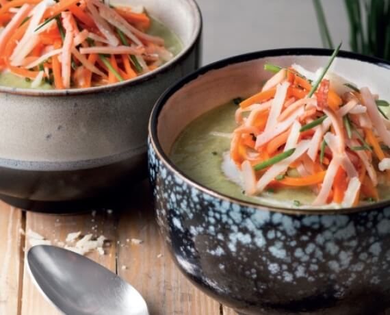 Wirsing-Lauch-Suppe mit Schinken und Käse