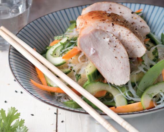 Hähnchen mit asiatischem Glasnudelsalat