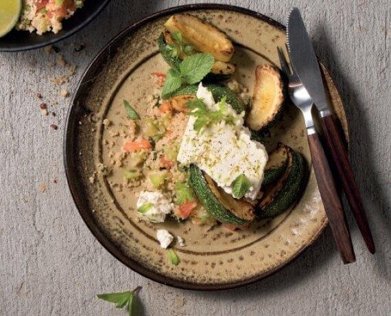 Limettenhirtenkäse mit gebratener Zucchini und Tomaten-Gurken-Couscous