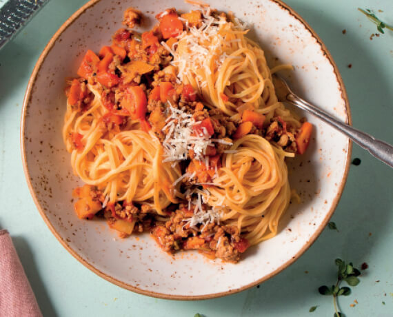 Spaghetti Bolognese mit Parmesan