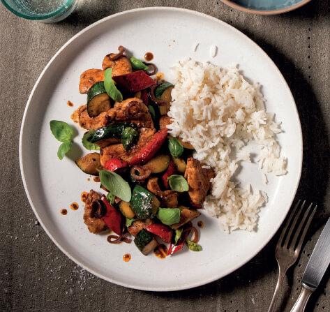 Hähnchengeschnetzeltes mit Paprika-Wok-Gemüse