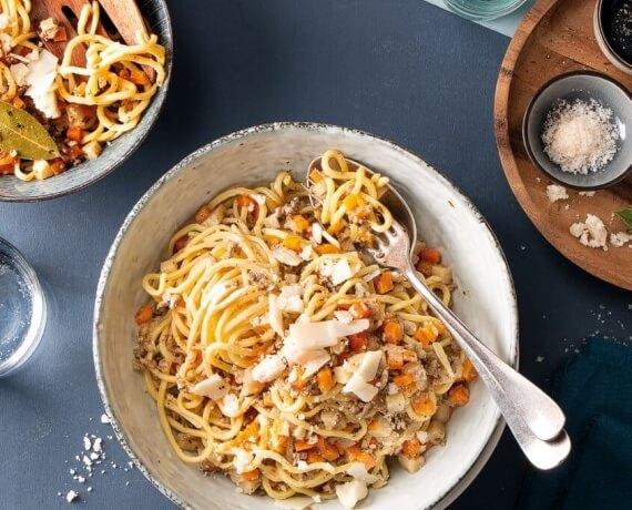 Spaghetti mit weißer Bolognese