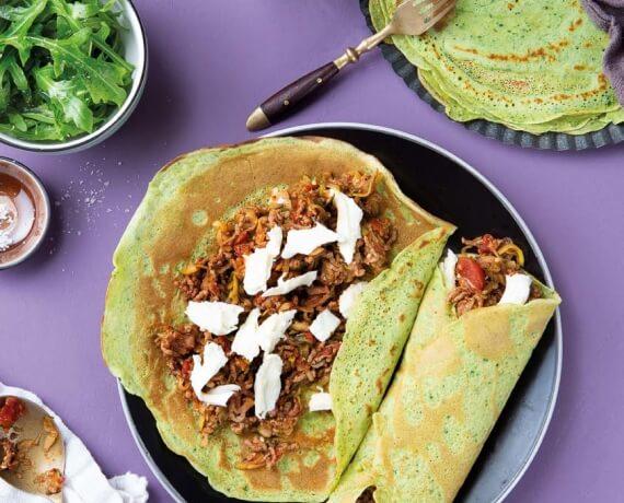 Rucola-Pfannkuchen mit Zucchini–Hackfleisch–Füllung und Mozzarella