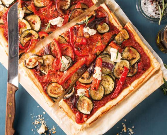Ratatouille-Tartelettes mit Tomaten-Pesto und Rosmarin