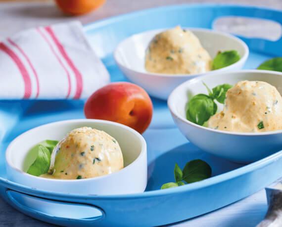 Frozen Aprikosen-Basilikum-Joghurt