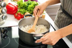 Wie viel Wasser brauche ich zum Reis kochen?