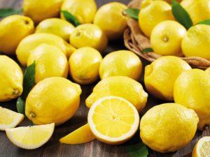 Zitronen samt Zitronenschalen verwerten
