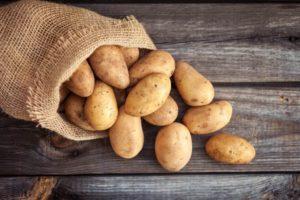 Soll ich Kartoffeln mit Schale oder ohne Schale kochen?