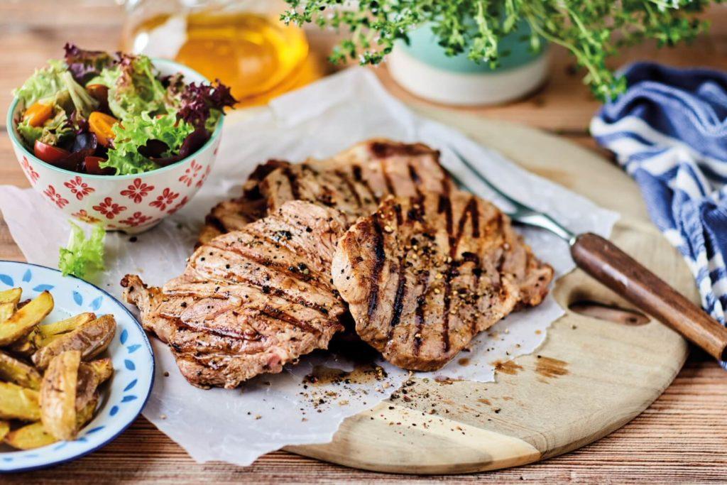 Sollten Steaks auf dem Grill oder in der Pfanne zubereitet werden?