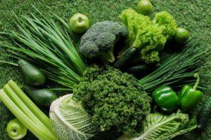 Warum gibt man zum Kochen von grünem Gemüse eine Prise Natron ins Kochwasser?