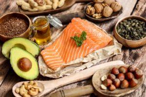 Worin liegt der Unterschied zwischen gesättigten und ungesättigten Fettsäuren?